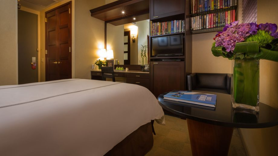 Photo Credit: Hotel Library